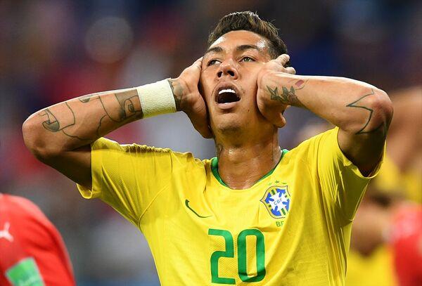 Фирминова реакција најбоље показује као се осећају и играчи и навијачи Бразила после утакмице - Sputnik Србија