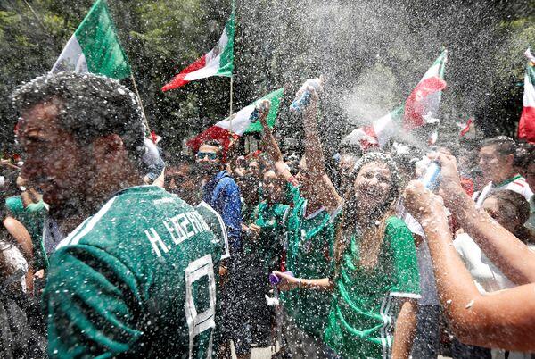 Велико славље Мексиканаца после победе над Немцима. Еуфорија на сваком лицу - Sputnik Србија
