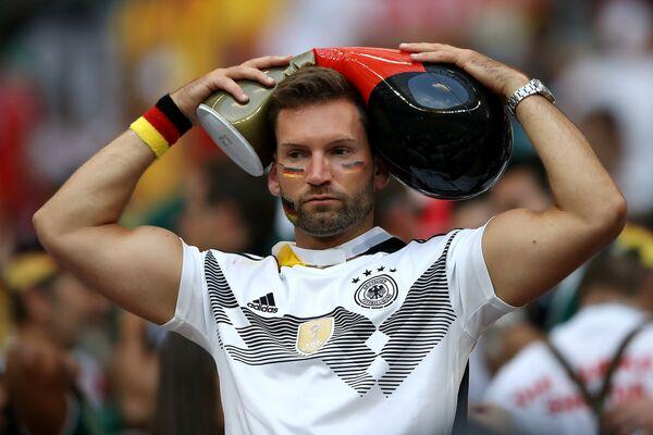 Тужни навијач Немачке после меча са Мексиком - Sputnik Србија