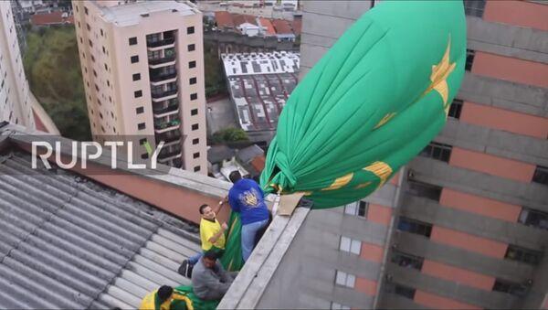 Navijači sa zastavom Brazila u Sao Paulu - Sputnik Srbija