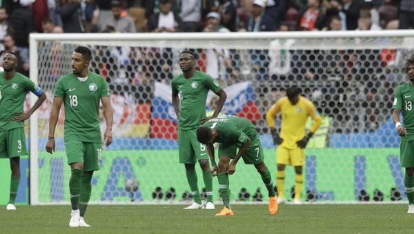 Fudbaleri reprezentacije Saudijske Arabije nakon poraza od reprezentacije Rusije u meču grupe A na Svetskom prvenstvu u fubalu 2018. - Sputnik Srbija