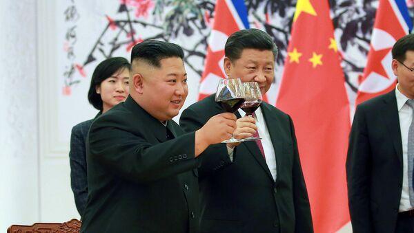 Ким Џонг Ун и Си Ђинпинг - Sputnik Србија