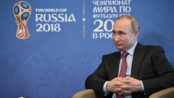 Председник Русије Владимир Путин током састанка са председником ФИФА-е Ђанијем Инфантином у Сочију - Sputnik Србија