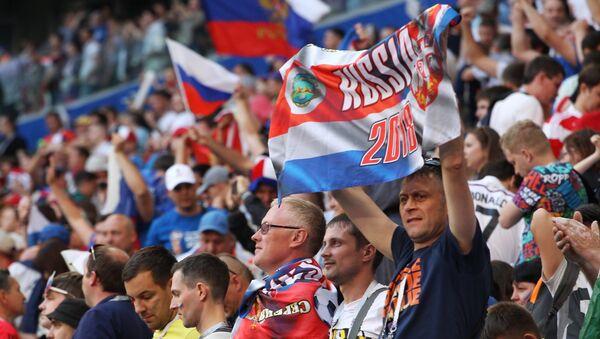 Navijači Srbije i Rusije na utakmici protiv Kostarika - Srbija - Sputnik Srbija