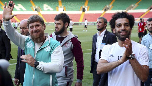 Чеченски лидер Рамзан Кадиров и египатски фудбалер Мухамед Салах на стадиону у Грозном - Sputnik Србија
