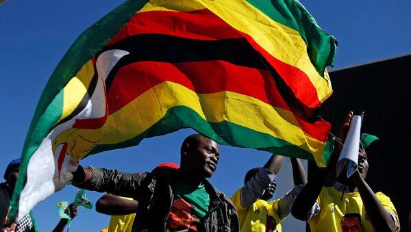 Присталице председника Зимбабвеа Емерсона Мнангагве - Sputnik Србија