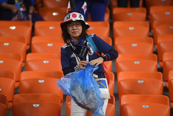 Navijači Japana čiste tribine posle meča protiv Senegala - Sputnik Srbija