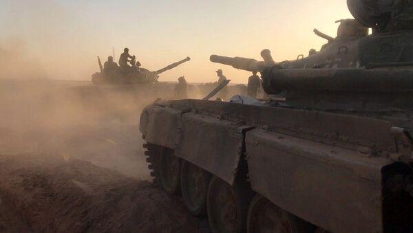 Тенкови сиријске војске на борбеним положајима - Sputnik Србија