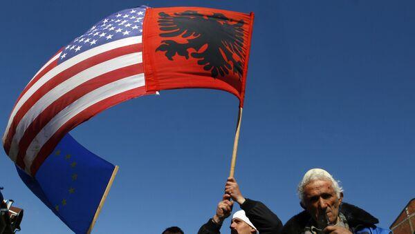 Застава САД и Албаније на Косову - Sputnik Србија