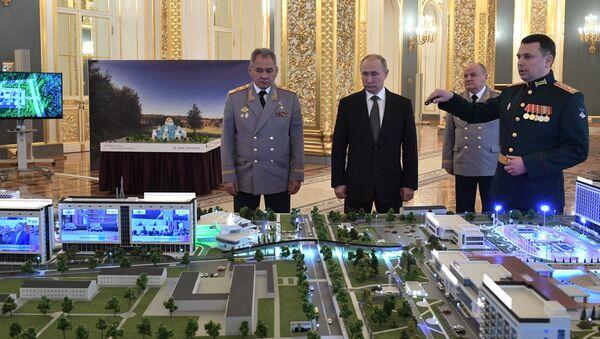 Министар одбране Русије Сергеј Шојгу и председник Русије Владимир Путин на презентацији војно-иновационог технополиса Ера - Sputnik Србија