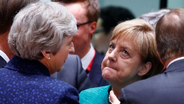 Nemačka kancelarka Angela Merkel i britanska premijerka Tereza Mej na samitu lidera EU u Briselu - Sputnik Srbija