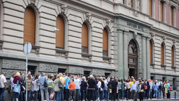 Грађани чекају у реду за улазак у Народни музеј - Sputnik Србија
