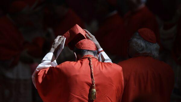 Kardinal u Bazilici Svetog Petra u Vatikanu - Sputnik Srbija