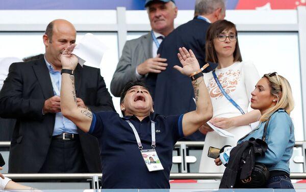 Марадона у трансу после сјајног гола Ди Марије - Sputnik Србија