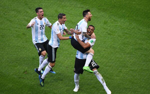 Аргентинци прослављају погодак којим су повели са 2:1 - Sputnik Србија