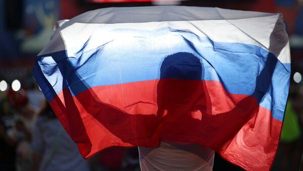 Navijači proslavljaju pobedu reprezentacije Rusije protiv Španije na utakmici osmine finala Svetskog prvenstva u fudbalu - Sputnik Srbija