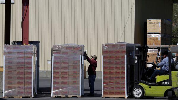 Priprema robe za slanje u kontejnerima u Kaliforniji - Sputnik Srbija