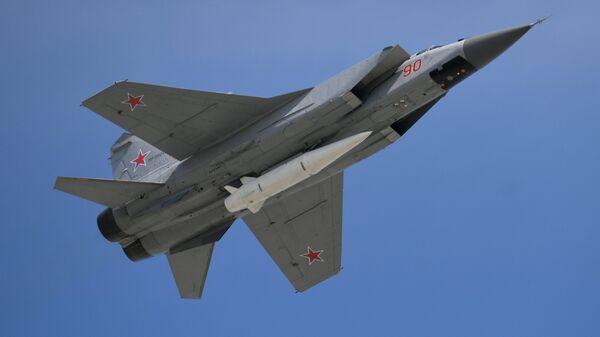 Višenamenski lovac MiG-31 sa hiperzvučnom raketom kinžal - Sputnik Srbija