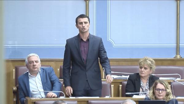 Poslanik Narodnog fronta Milun Zogović u Parlamentu Crne Gore - Sputnik Srbija