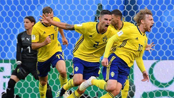 Швеђани прослављају гол Форсберг - Sputnik Србија