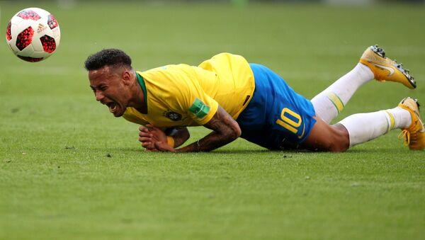 Бразилски фудбалер Нејмар на утакмици осмине финала Светског првенства у фудбалу против Мексика - Sputnik Србија