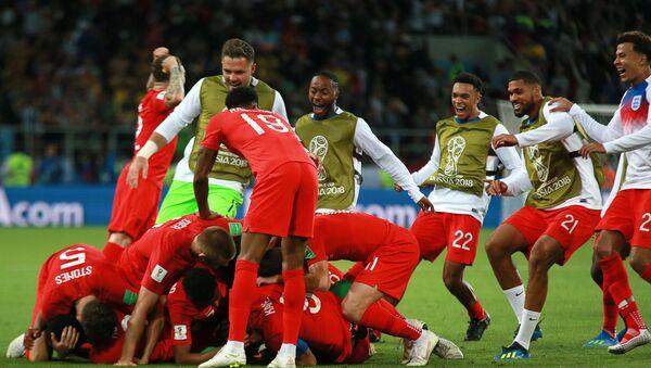 Фудбалери Енглеске након победе над репрезентацијом Колумбије на Светском првенству у фубалу - Sputnik Србија