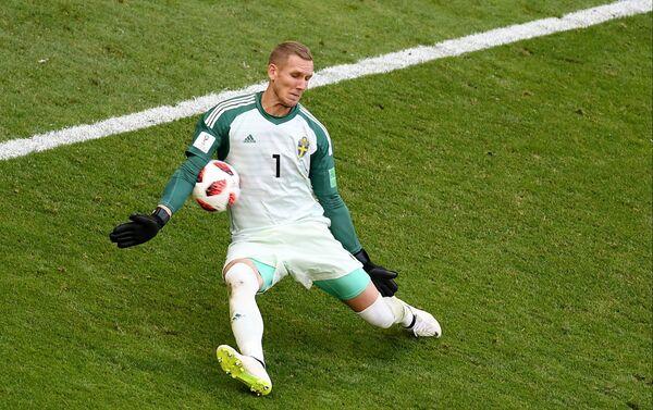 Olsen je fantastičano reagovao u dva navrata onemogućivši Sterligu da šutira na gol - Sputnik Srbija
