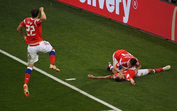 Reprezentativci Rusije proslavljaju gol protiv Hrvatske - Sputnik Srbija