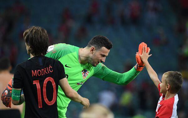 Luka Modrić i Danijel Subašić proslavljaju pobedu nad Rusijom i plasman u polufinale - Sputnik Srbija