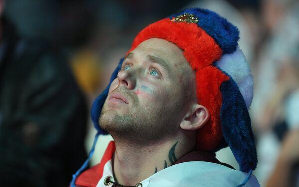 Razočarani navijač Rusije nakon poraza u penal-završnici od Hrvatske - Sputnik Srbija