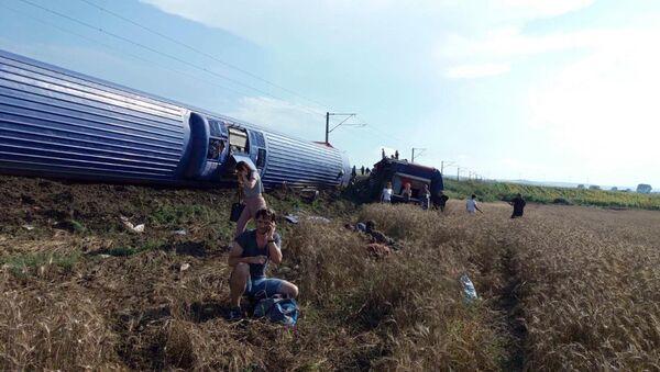 Путници воза који је излетео из шина у Турској - Sputnik Србија