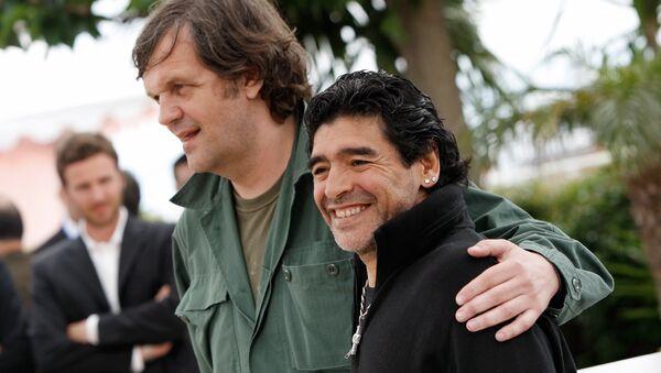 Emir Kusturica i Dijego Maradona na Kanskom festivalu 30. maja 2008. - Sputnik Srbija