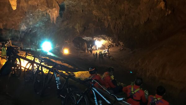 Спасиоци у пећини Тхам Луанг на Тајланду током спасавања дечака - Sputnik Србија