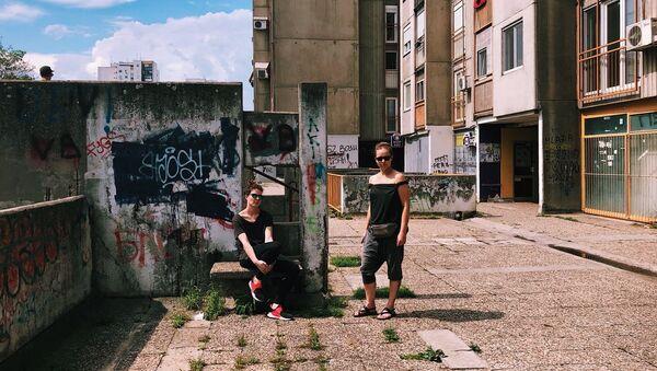 Аља Лугова и Софија Катулска на фотографисању локација за снимање на Новом Београду. - Sputnik Србија