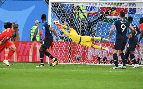 Loris fantastično brani udarac De Brojnea i spasava svoj gol - Sputnik Srbija