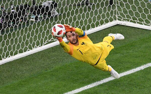 Loris fantastično brani udarac De Brojena i spasava svoj gol - Sputnik Srbija