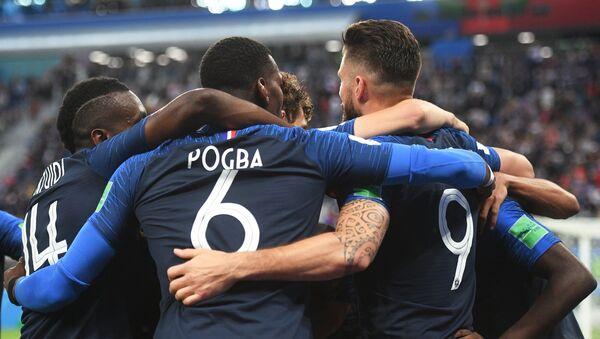 Francuzi proslavljaju gol za 1:0 - Sputnik Srbija