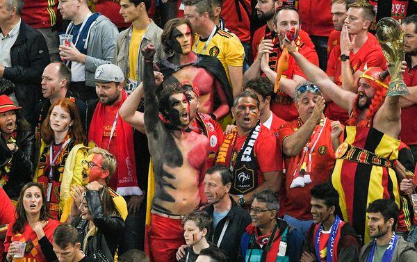 Navijači crvenih đavola i dalje veruju da nije sve gotovo i veruju da Belgijanci mogu do gola. - Sputnik Srbija