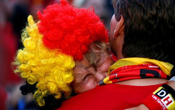 Belgijski mali navijač u suzama posle poraza njegove ekipe od Francuske - Sputnik Srbija