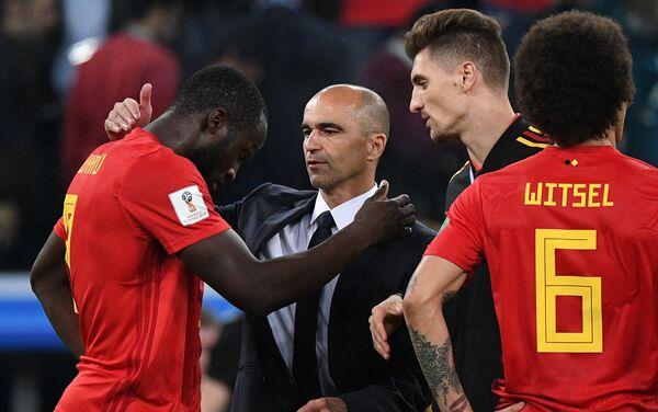 Trener reprezentacije Belgije Roberto Martinez teši Romelua Lukakua - Sputnik Srbija