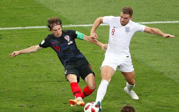 Modrić i Henderson vode žestoke duele na terenu - Sputnik Srbija