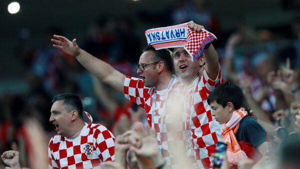 Навијачи Хрватске прослављају победу над Енглеском и пласман у финале - Sputnik Србија