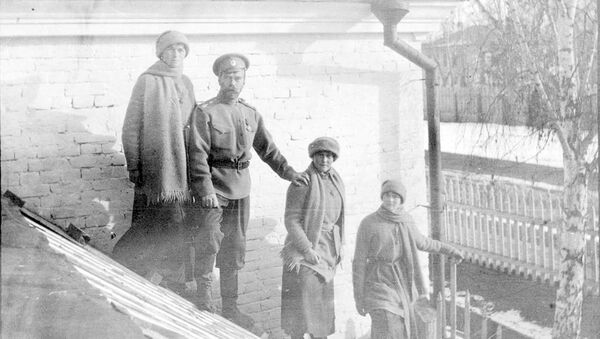 Nikolaй Romanov s dočerьmi Olьgoй, Anastasieй i Tatьяnoй v Tobolьske zimoй 1917 goda - Sputnik Srbija