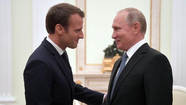 Vladimir Putin i Emanuel Makron - Sputnik Srbija