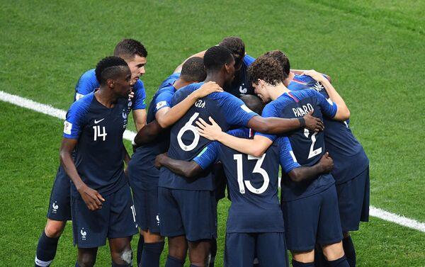 Французи прослављају погодак Гризмана за 2:1 - Sputnik Србија