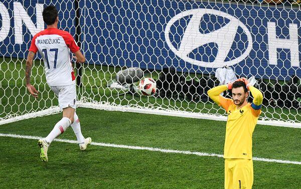 Манџукић постиже гол после несхватљиве грешке голмана Лориса - Sputnik Србија
