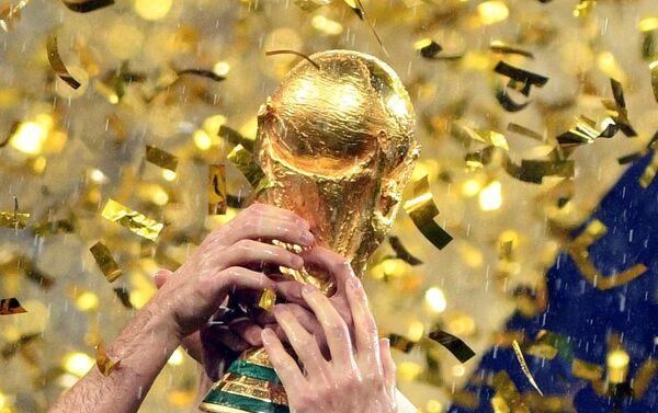 Богиња у рукама француских фудбалера - Sputnik Србија