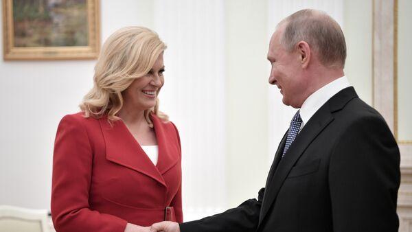 Predsednik Rusije Vladimir Putin i predsednica Hrvatske Kolinda Grabar Kitarović na sastanku u Kremlju - Sputnik Srbija