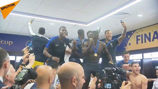 Французи славе победу на Светском првенству у фудбалу - Sputnik Србија