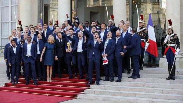 Francuski fudbalski šampioni sa predsedničkim parom u Jelisejskoj palati - Sputnik Srbija